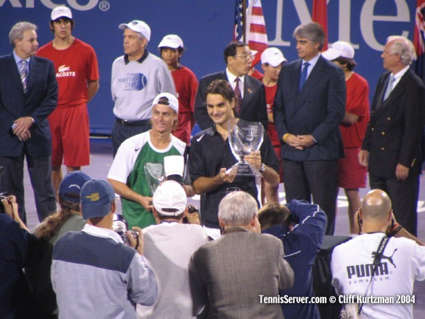 Tennis - Runner-up Lleyton Hewitt (left) and Champion Roger Federer with trophies