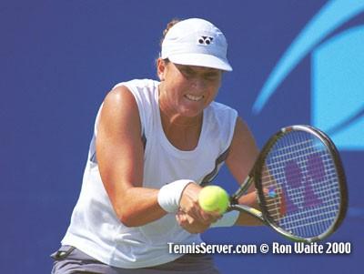 http://www.tennisserver.com/turbo/images/pilotpen2000/MonicaSeles1.jpg
